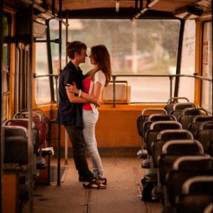 Парню понравилась девушка в трамвае , он решил познакомиться...