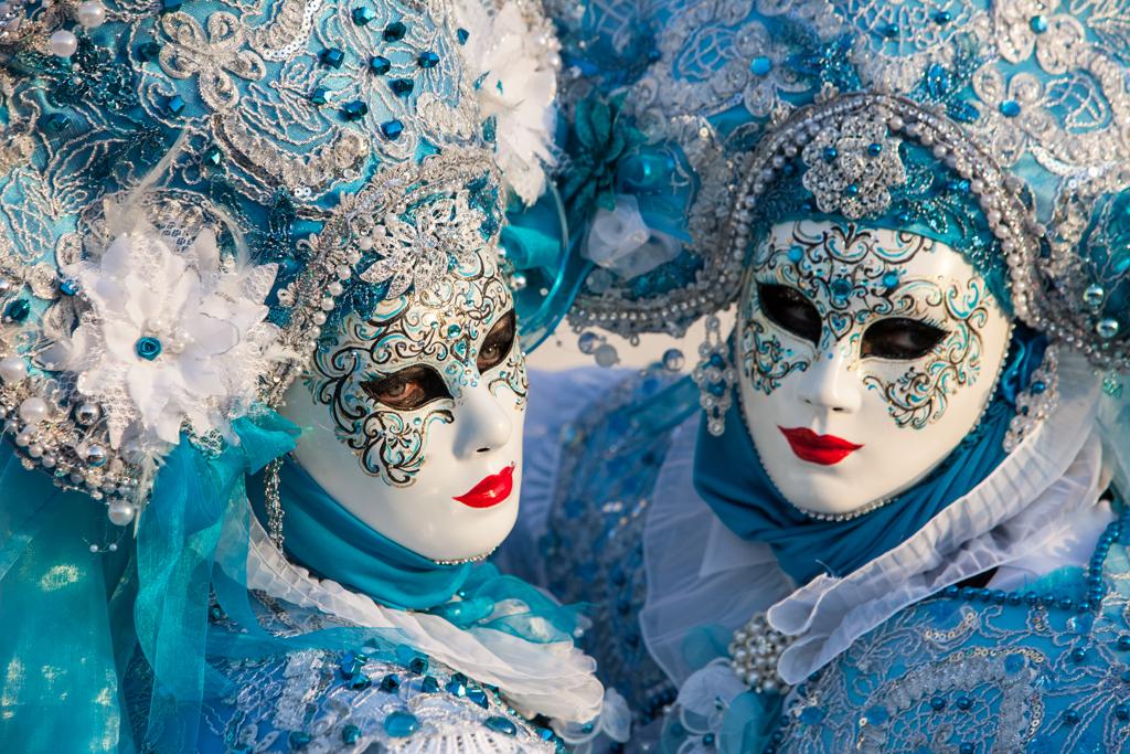 новогодние картинки в масках например знало