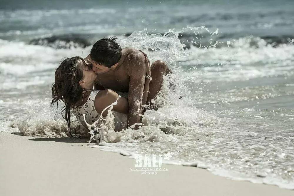 Приснилось на берегу моря обнимаюсь со старым влюбленным мужчиной